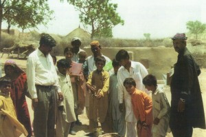 fioh.fund.pakistan.participatory.village.development.programme. Poverty alleviation in the Thar Desert. Dominic Stephen with some beneficiaries