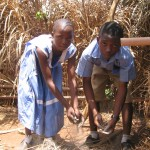 cameroon.shumas.school.environmental.education.programme. Children weeding