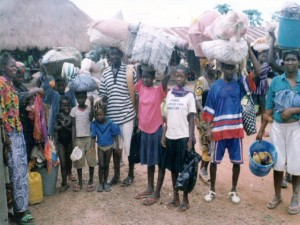 fioh.fund.sierra.leone.post.war.reconstruction. Displaced people at Mile 91 - 1999