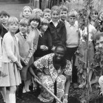 Professor Wangari Maathai and childrens' TV science presenter, Johnny Ball, at a Swindon junior school.